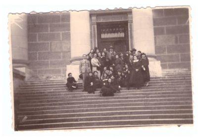 1935- eleve ale Liceului de fete in excursie